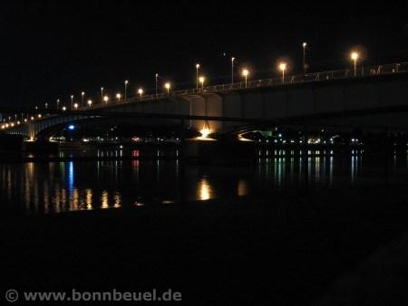 Kennedybrücke nachts