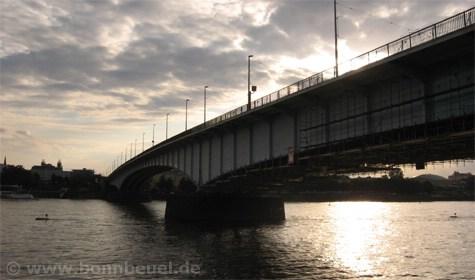 Sonneuntergang Kennedybrücke Bonn Beuel