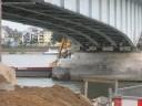 Bild - Brückenpfeiler Bagger Schiff Abrissarbeiten