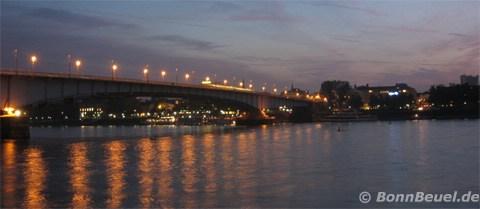 Bild - Bonner Kennedybrücke bei Nacht