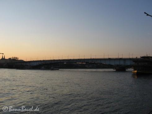 Blick auf die Kennedybrücke 31.03.09