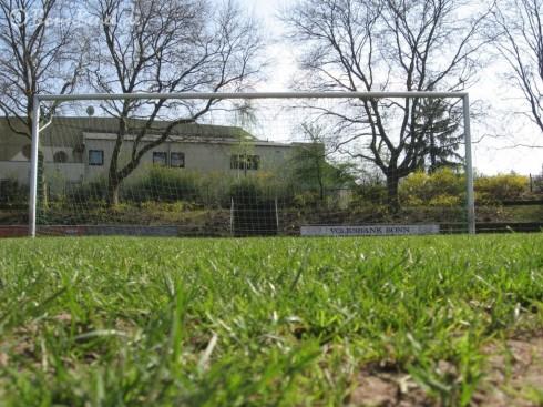 Tor im Franz Elbern Stadion in Beuel