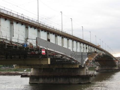 Beuel: Kennedybrücke Brückenpfeiler Stahlträger