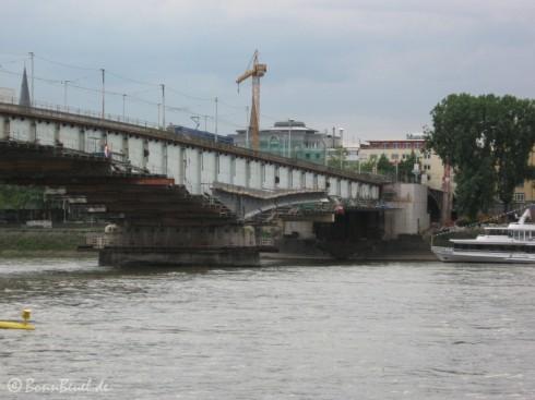 Bonn: Stahlträger am Brückenpfeiler (19.05.09)