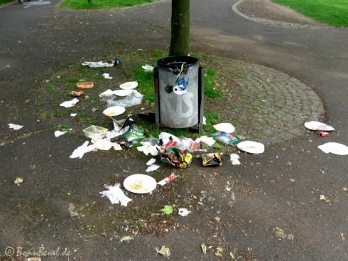 Schmutzig - Mülleimer am Rhein - Projekt 52