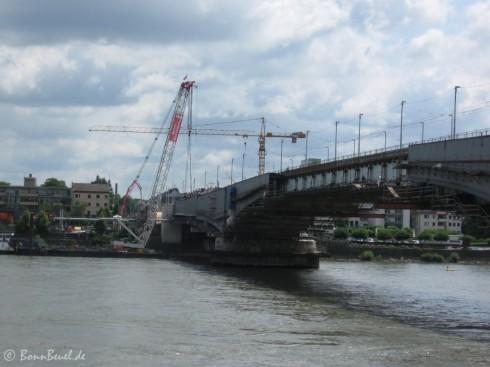 Kennedybrücke Blickrichtung Beuel, Schwimmkran
