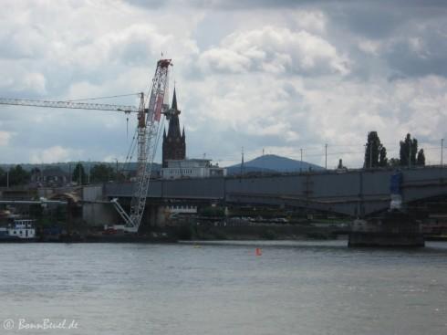 Kennedybrücke - Schwimmkran Beueler Seite