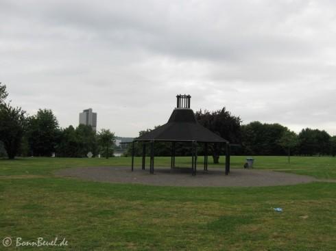 Grillplatz (1) mit Dach, aufgenommen am 05.06.09