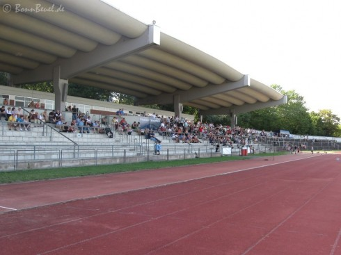 Haupttribüne Stadion Pennefeld - Gamecocks vs. Eagles - 22.08.09