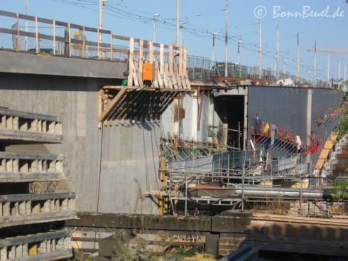 Bonn Kennedybrücke Südseite: Stahlträger werden montiert - 09.10.09