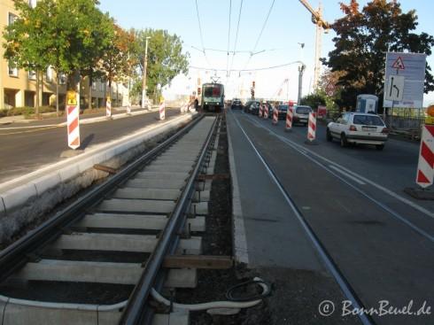 Kennedybrücke: Brückenzufahrt auf Bonner Seite: Gleiserneuerungen (Straba 66)