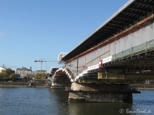 Kenndybrücke von Beuel über'n Rhein blickend am 06.11.09