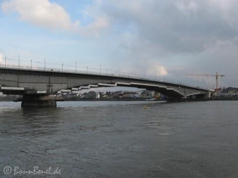 Kennedybrücke Südseite mit Geländer - 16.12.09