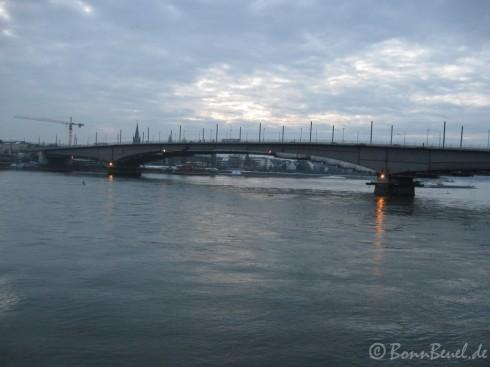 Kennedybrücke aus Richtung Graurheindorf fotografiert, 17.02.2010