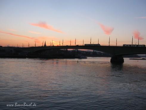 Kennedybrücke am 06.02.2012 | 8:00 Uhr | Sonnenaufgang