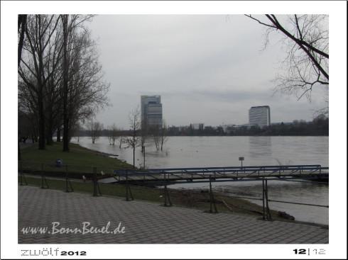 zwölf2012: Dezember - Rheinufer in Beuel